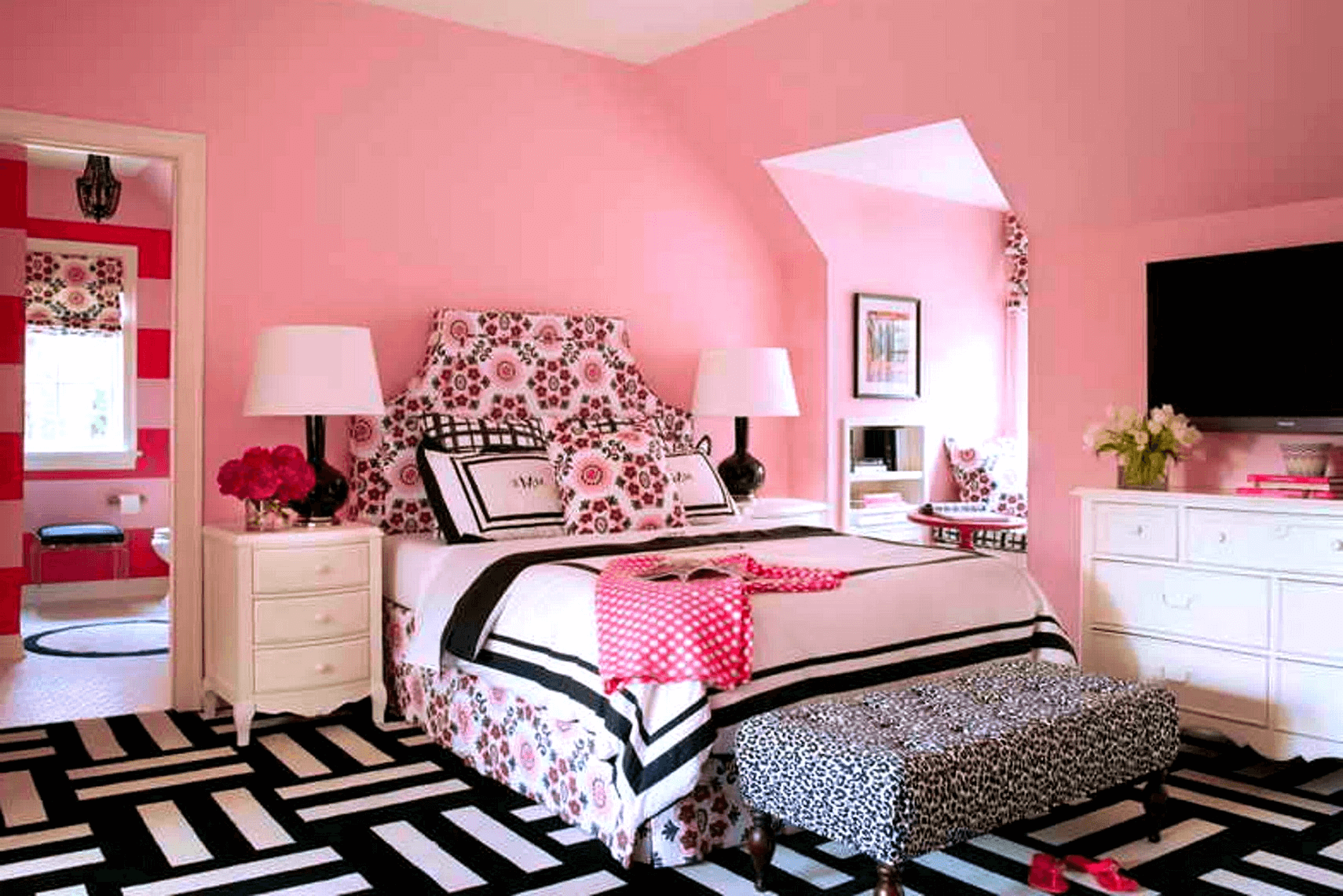 12 Romantic Master Bedroom Décor Ideas for Small Space  Small