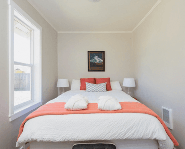 Fluttering Tiny Bedroom Ideas For Couples
