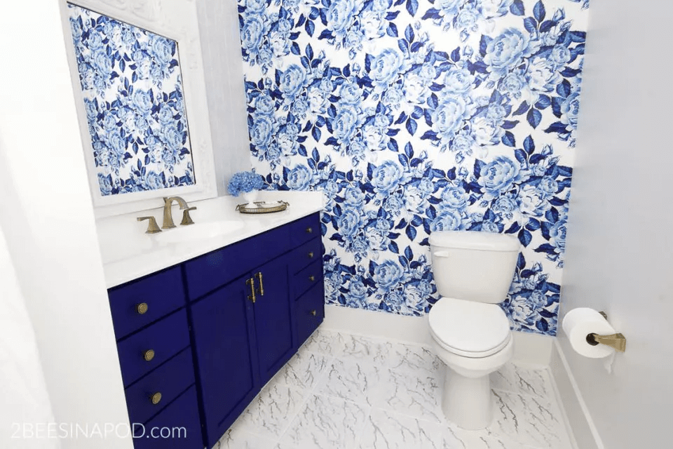 Blue and bright marble tile small bathroom design