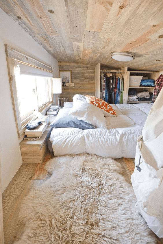 7. NATURAL LIGHTING WINDOW TINY HOUSE BEDROOM DESIGN