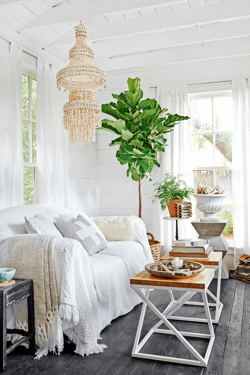 WHITE SOFA TINY HOUSE LIVING ROOM DECOR IDEAS