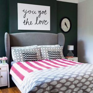 DARK PATTERNED TEENAGE GIRLS ROOM DECOR IDEAS