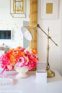 FLOWERS AND LIGHT FOR SMALL BEDROOM TEEN GIRLS DECORATION