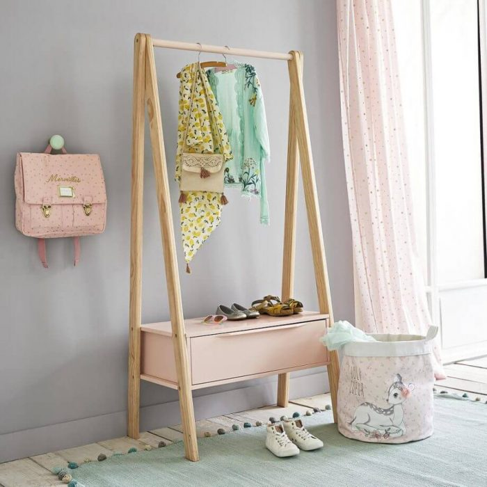 WOODEN RACKS FOR SMALL TEENAGE GIRLS BEDROOM DECOR IDEAS