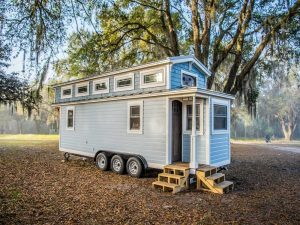 MOVE EVERYWHERE WITH TINY HOUSE ON WHEEL