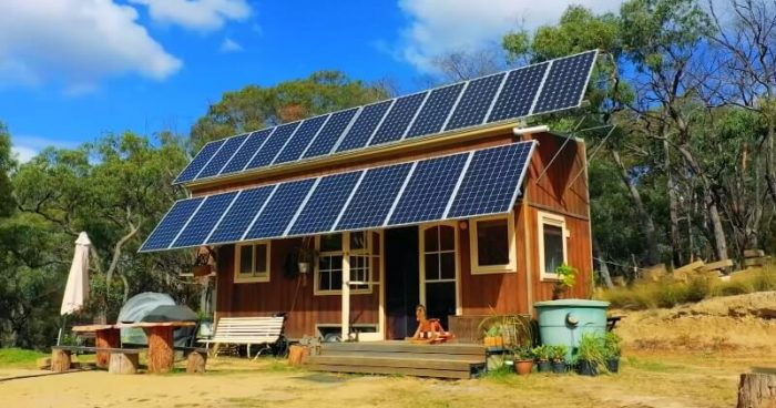 OFF THE GRID TINY HOUSE LIVING