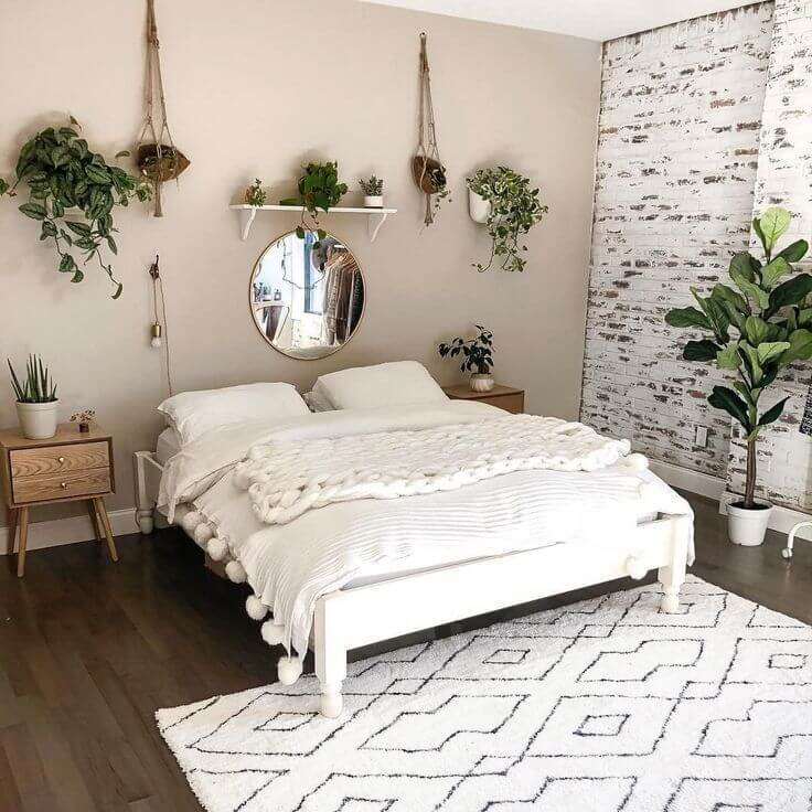 ADD A TOUCH OF GREEN FOR SMALL LUXURY BEDROOM IDEAS