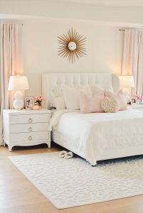 COMBINE SUITABLE RUG FOR SMALL LUXURY BEDROOM IDEAS