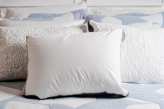 FILL UP THE PILLOWS FOR SMALL LUXURY BEDROOM IDEAS