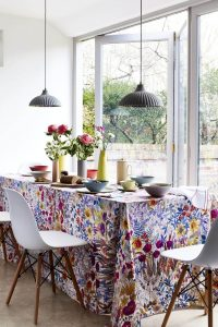 DISTRACTING THE ATTENTION SMALL DINING ROOM DESIGN IDEAS