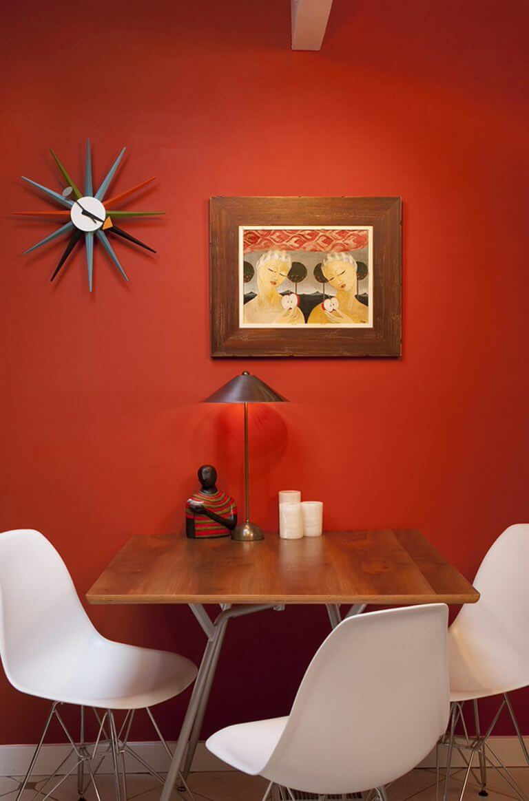 ONE POPPING COLOR FOR DINING ROOM DECOR SMALL SPACE