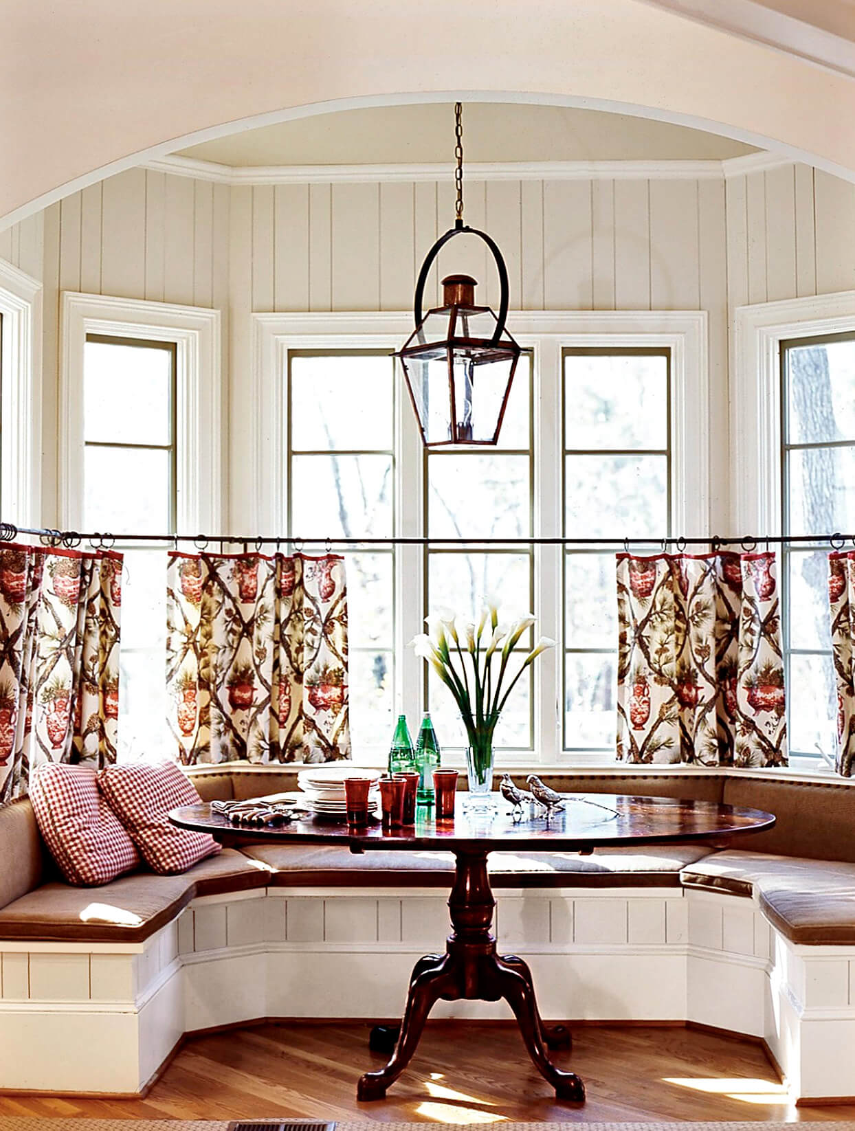 OVAL DINING TABLE DESIGN IDEAS FOR SMALL SPACE