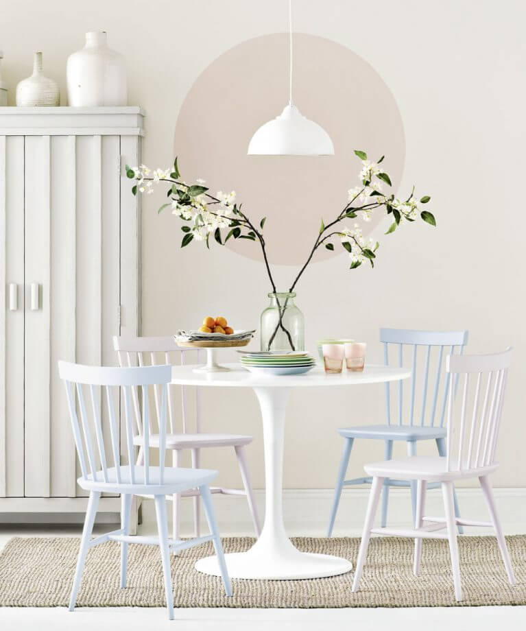 SMALL ROUND AND PEDESTIAL DINING TABLE DESIGN IDEAS