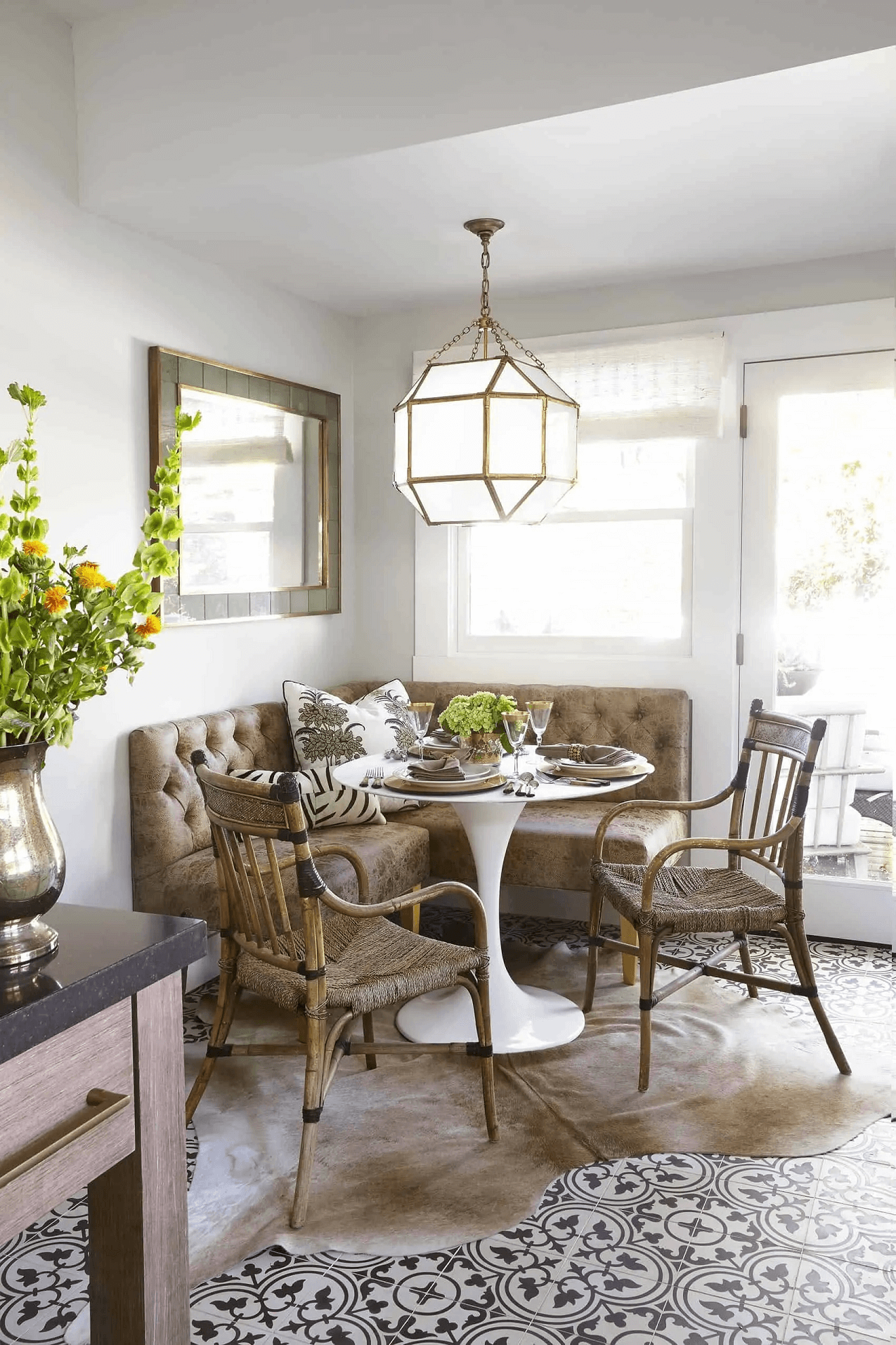 WARM FARMHOUSE DINING ROOM WITH BANQUETTE SEAT SMALL SPACE