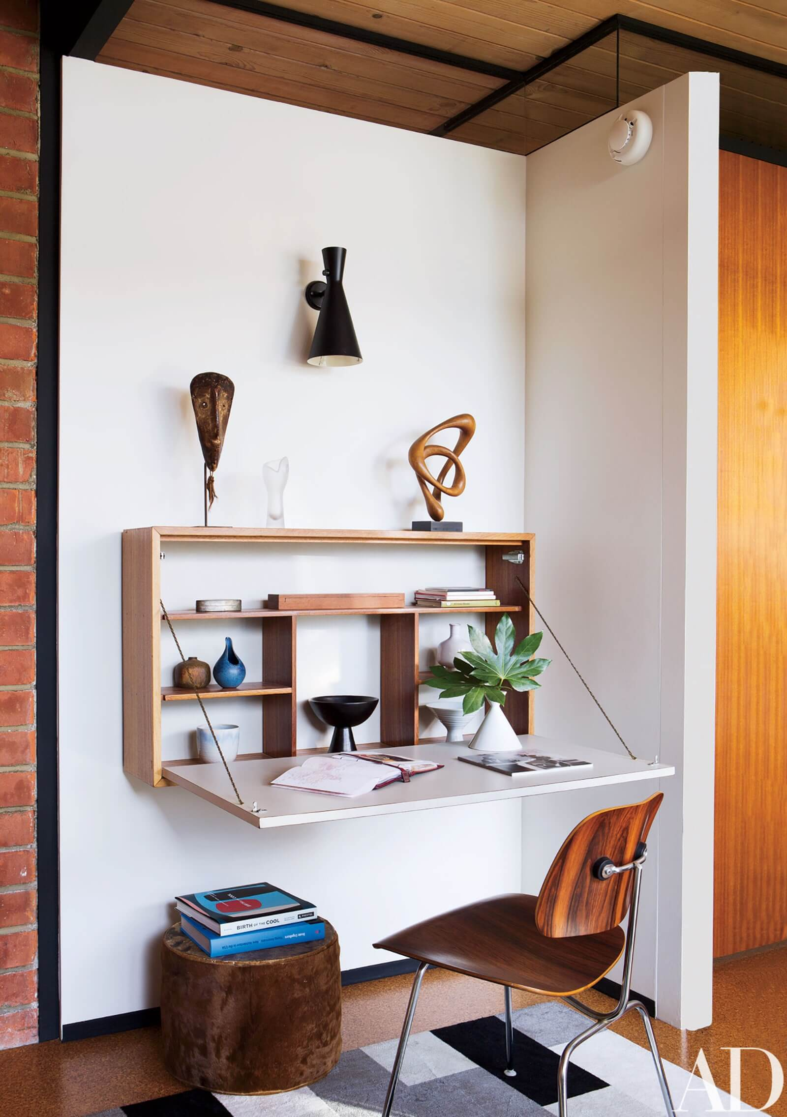 FOLDING FURNITURE FOR SPACE SAVING AND SMALL HOUSE DECORATION IDEAS