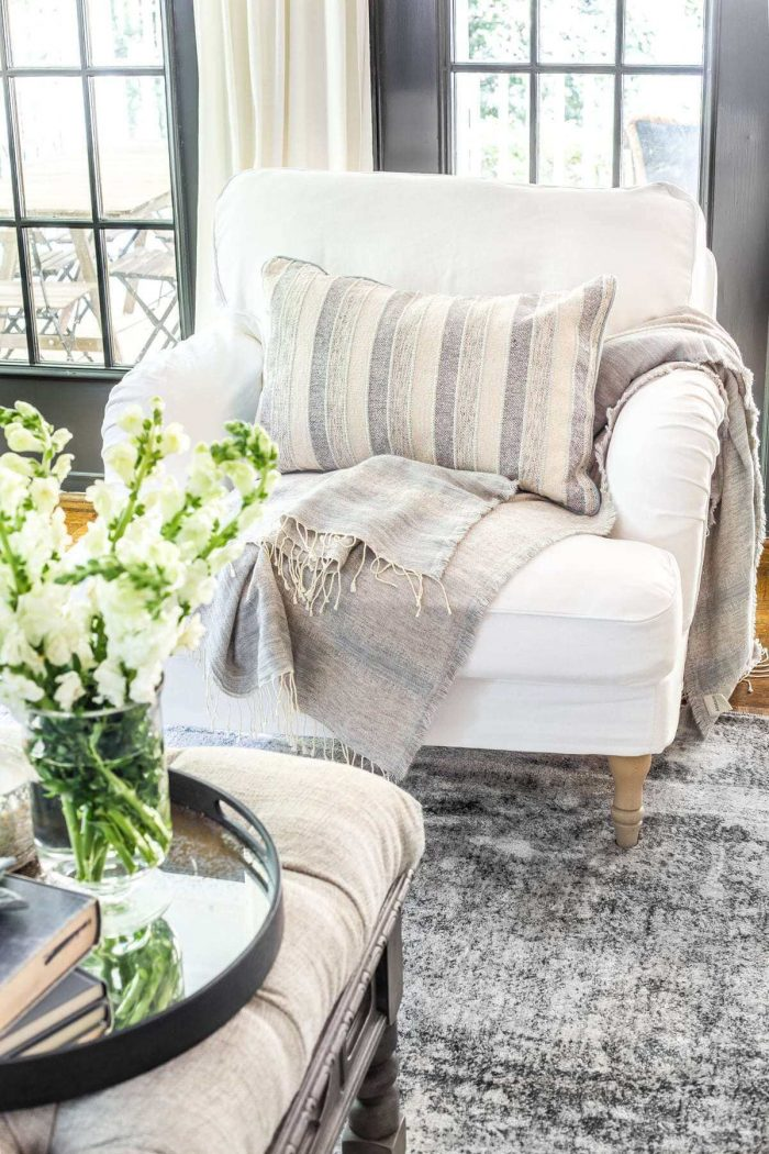 HOW TO MAKE A SMALL HOUSE FEEL BIGGER WITH EXPOSED LEGS FURNITURE