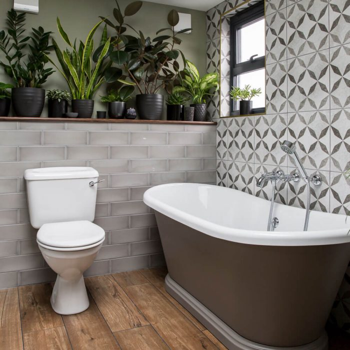 FRESH PLANT IN THE SMALL BATHROOM IDEAS WITH BATHTUB AND SHOWER