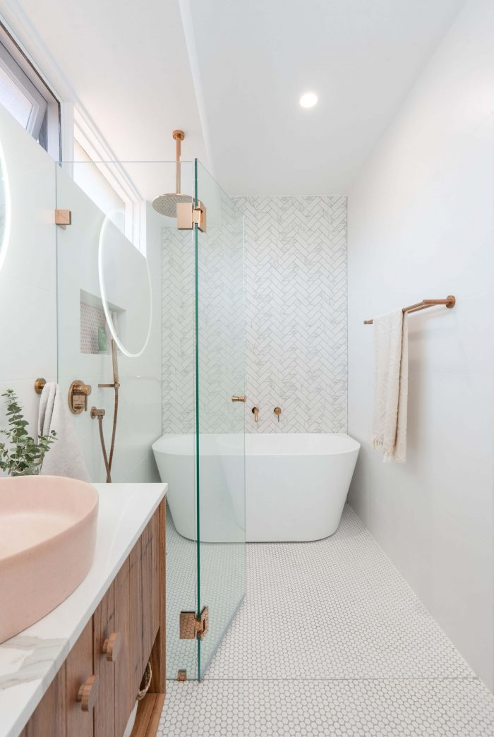 SIMPLE SMALL BATHROOM IDEAS WITH BATHTUB AND ROSE GOLD SHOWER