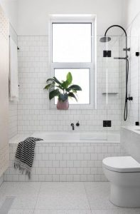 SMALL BATHROOM IDEAS WITH BATHTUB AND SHOWER PLACEMENT TIPS