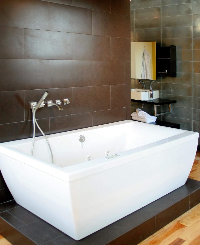 SMALL BATHROOM IDEAS WITH WALL MOUNTED BATHTUB AND SHOWER
