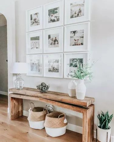 SMALL HOUSE ENTRYWAY IDEAS WITH FAMILY FRAMES